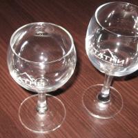 Гравировка стеклянных бокалов (круговая), используется газовый лазерный станок.
