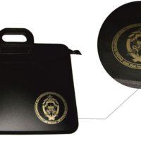 Пластиковая папка-портфель, печать выполнена методом прямой шелкографии золотом, 3 категория изделия