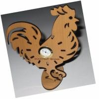 Часы выполнены методом лазерной резки с гравировкой логотипа из натуральной ольхи толщиной 3 мм