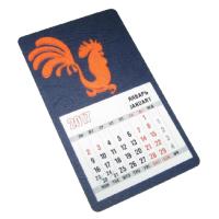Декоративное изделие в виде магнита-календаря, размер 8,5х14,5 см с символом года Петуха (модель № 4). Основа - дизайнерский картон ELATION тиснение кожа синий 240 г, символ изготовлен из оранжевого фетра. Стандартный календарный блок 12 листов, печать 2+0.  Дополнительная информация о данном изделии представлена в специальном предложении.