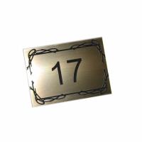 Номерок на дверь с клеевой основой. Материал - двухслойный пластик (золото глянцевое/черный), толщина 1,6 мм. Лазерная гравировка. На обратную сторону накатывается двухсторонний скотч для последующего крепления к поверхности. Изделия могут быть изготовлены любой формы и размера, в качестве материала могут использоваться различные текстуры и цвета пластика, также возможно комбинирование материалов (двухсторонние изделия).
